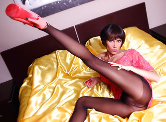 Leggy dance in the bed